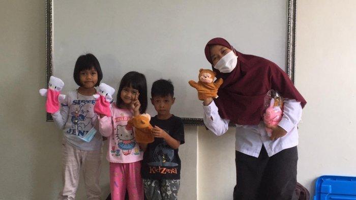 Balai Anak Rumbai Beri Trauma Healing untuk Anak-anak Korban Banjir di Pekanbaru