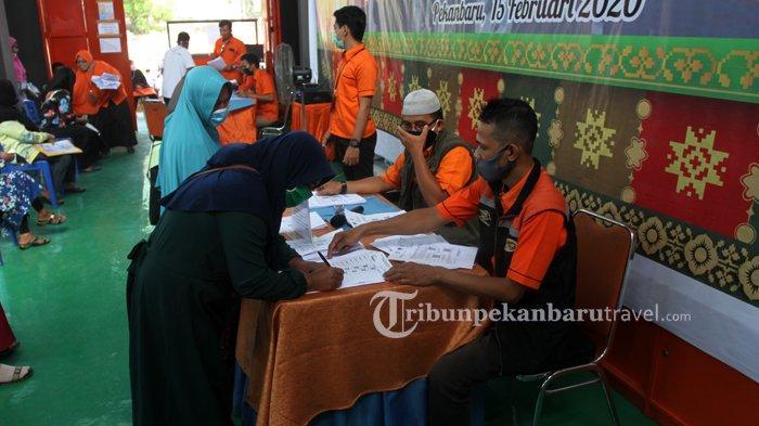 FOTO : Pengambilan Bantuan Sosial Tunai Rp 600 ribu di Kantor Pos Pekanbaru - bantuan-sosial-tunai2.jpg