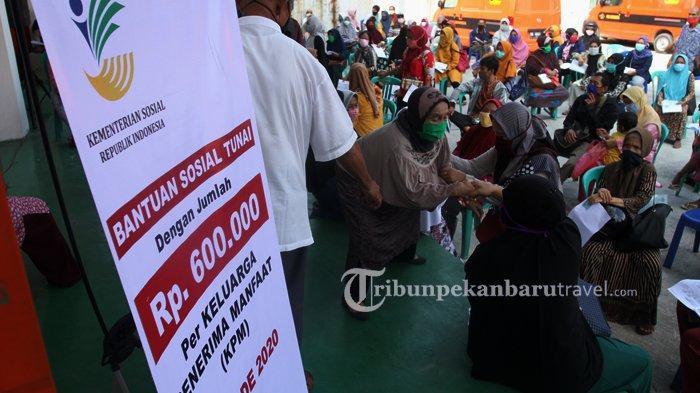 FOTO : Pengambilan Bantuan Sosial Tunai Rp 600 ribu di Kantor Pos Pekanbaru - bantuan-sosial-tunai3.jpg