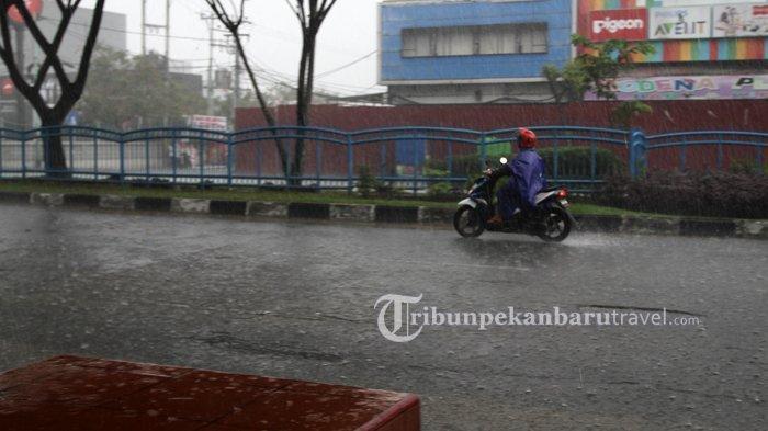 Seluruh Wilayah di Riau Sudah Masuk Musim Hujan, BMKG Ingatkan Waspada