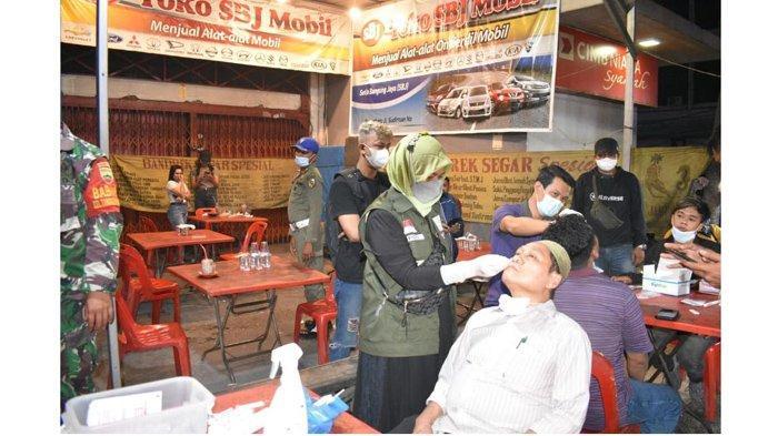 Ratusan Warga di Tempat Kuliner Malam Pekanbaru Mendadak Jalani Rapid Test, 3 Orang Positif Covid-19