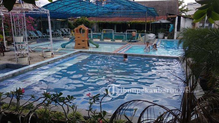 Nyamannya Kolam Renang Melur Pekanbaru, Serasa Berenang di Halaman Rumah Sendiri