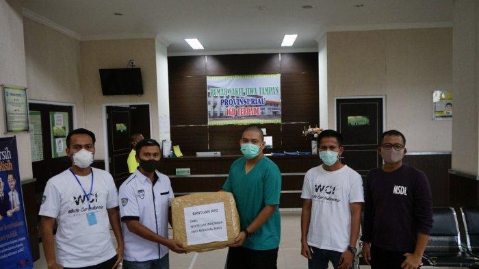 White Car Indonesia Regional Riau Berikan APD ke Rumah Sakit, PFI Pekanbaru dan Petugas Pemakaman