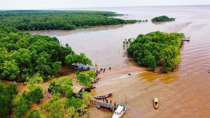 Pantai Terumbu Mabloe Inhil, Destinasi Wisata yang Menyajikan Keindahan Mangrove & Budaya Menongkah