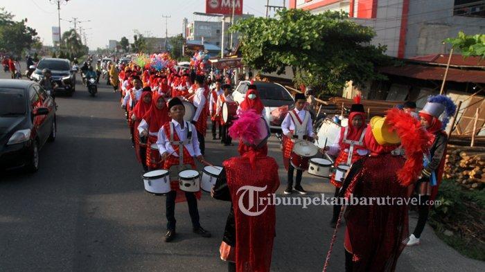 FOTO : Kenalkan Keanekaragaman Budaya Indonesia, Ratusan Murid RA Ikuti Pawai di Rumbai - pawa-tk3.jpg