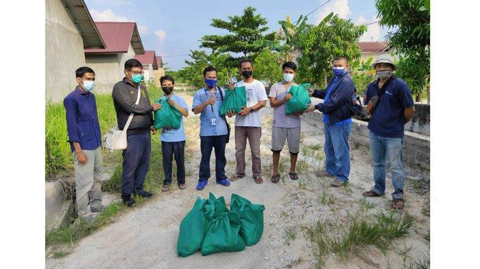 XL dan PFI Pekanbaru Kolaborasi Salurkan Bantuan Sembako untuk Warga Korban Langganan Banjir