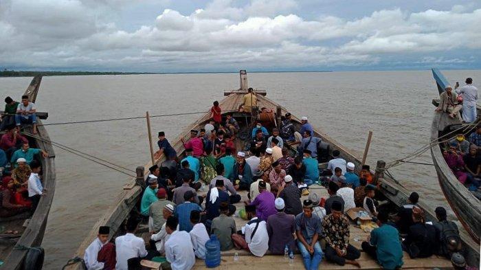 Awali Tahun 2021, Warga Gelar Sholawat Beghanyut Keliling Pulau Topang