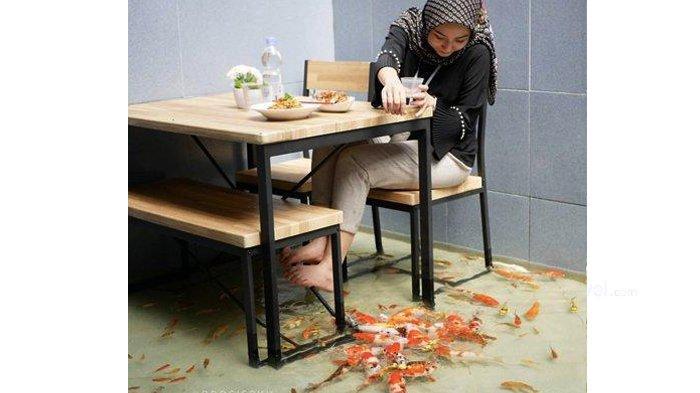 Serunya Makan di Rujak House Pekanbaru, Ditemani Ikan Koi Bewarna-warni
