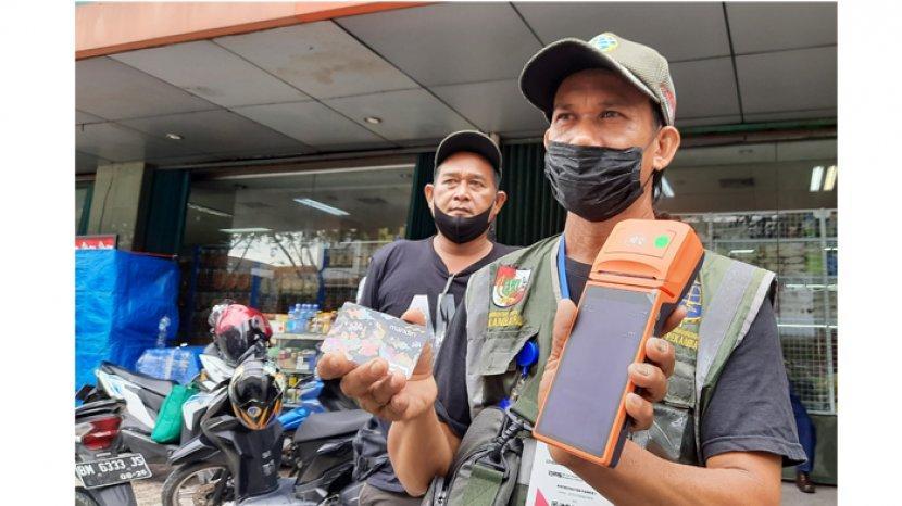 Juru Parkir di Kota Pekanbaru Masih Ada yang Gaptek Terapkan Pembayaran Non Tunai