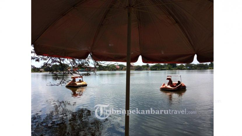 FOTO : Melihat Danau Raja di Kota Rengat Kabupaten Inhu yang Memesona