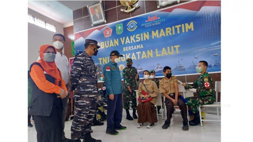 Kejar Herd Immunity, Lanal Dumai Gelar Serbuan Vaksinasi Maritim di Rupat Utara