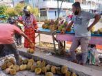 Durian-Bengkalis-dijual-di-pinggir-jalan-Bengkalis.jpg