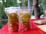 Hasil-produk-kuliner-kripik-durian-khas-Desa-Desa-Sungai-Kayu-Ara-Permai.jpg