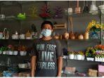 Owner-Delfa-Shop-Doni-Saputra-di-tokonya-Jalan-Todak-nomor-27-Pekanbaru.jpg