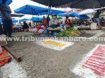 Pedagang-sedang-menunggu-pembeli-di-Pasar-Cik-Puan-Pekanbaru-saat-PPKM.jpg