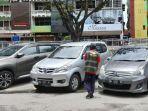 Satu-juru-parkir-di-Jalan-Sudirman-Pekanbaru.jpg