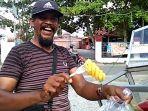 ajo-ali-basar-sang-penjual-buah-legendaris-di-pekanbaru.jpg