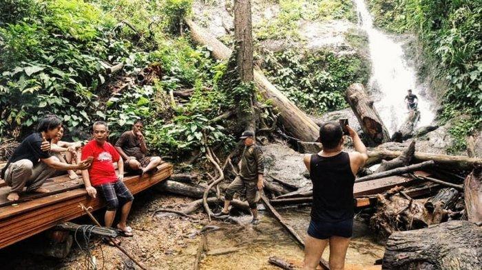 Air terjun di sekitar kawasan  Bukit Condong