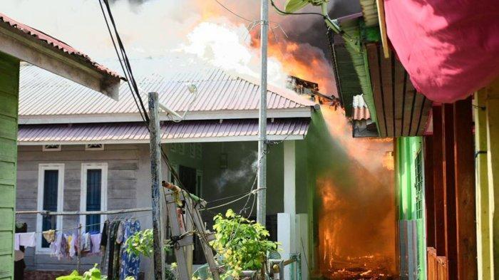 7 Rumah dan 1 Masjid di Kawasan Kampung Wisata Kota Dumai Ludes Terbakar