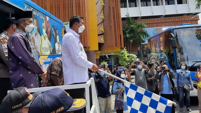 Walikota Pekanbaru Firdaus MT Didampingi Wakil Walikota Ayat Cahyadi meresmikan Bus Vaksinasi Covid-19 di Halaman MPP Pekanbaru, Kamis (27/5/2021)