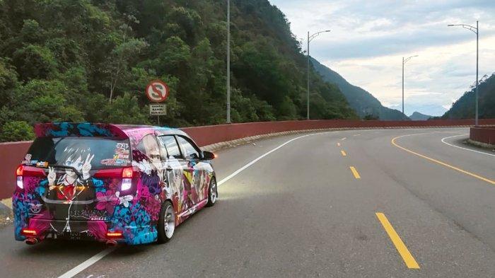 Daihatsu Sigra hasil modifikasi mengaspal di Kelok Sembilan