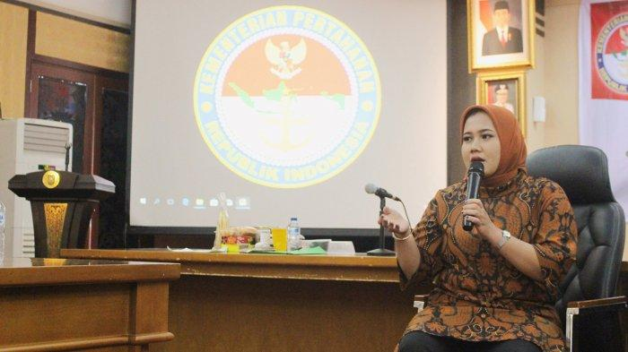 Hadaina Zalia dalam sebuah kegiatan di Kementrian Pertahanan
