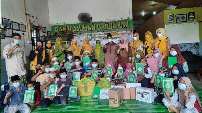Kelompok Pengajian Al-Hidayah Santuni Anak Yatim di Panti Asuhan Darul Ilmi