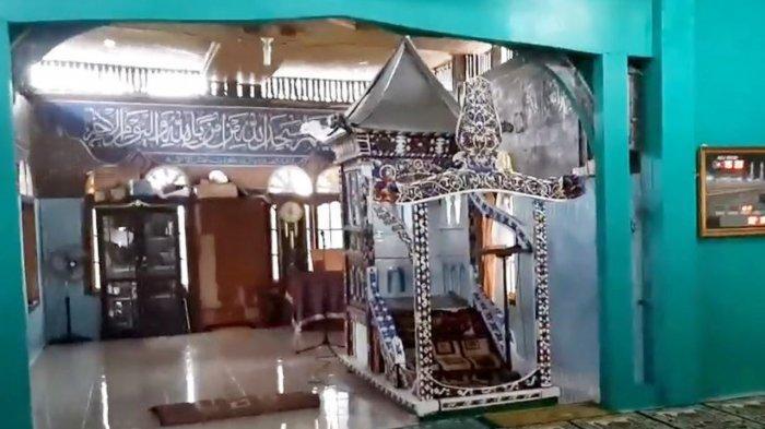 Mimbar Usia Ratusan tahun di Masjid Jamik Pangean di Kecamatan Pangean Kabupaten Kuantan Singingi, Riau