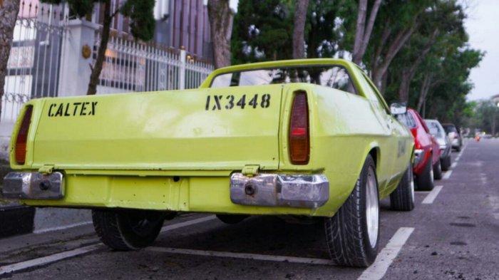 Mobil Holden WB Ute 90 tampak belakang