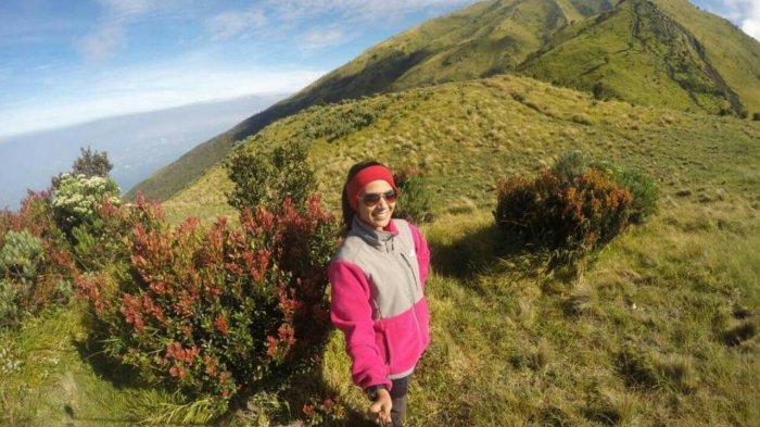 Olivia Anggie Johar, Dosen Cantik di Riau Yang Hobi Mendaki Gunung