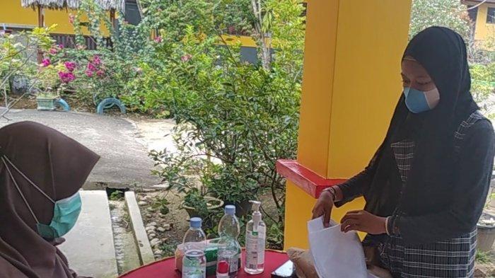 Tak Miliki Smart Phone, Begini Perjuangan Gusni Marlita Daftar PPDB Online di Kuansing