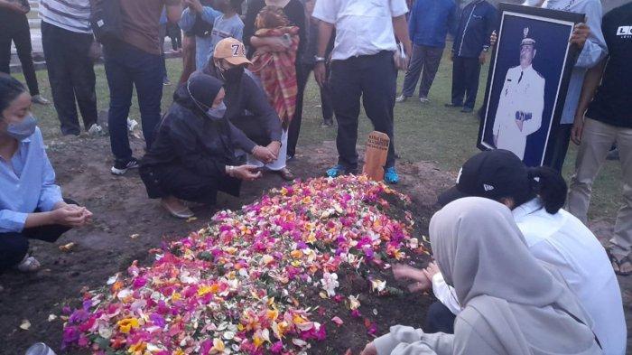 Jenazah Almarhum Rivaie Rachman Dimakamkan di Taman Makam Pahlawan Kusuma Dharma