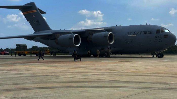 Pesawat Amerika Mendarat di Pekanbaru