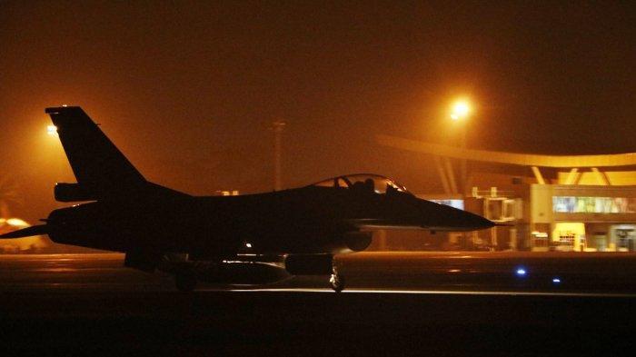 Penerbang Lanud Roesmin Nurjadin Pekanbaru Gelar Latihan Terbang Malam