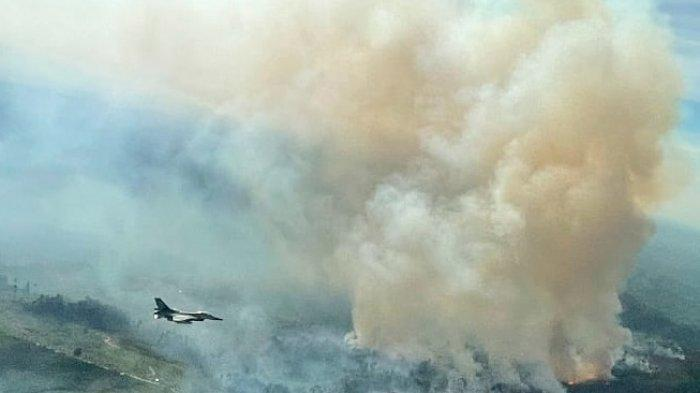 Sedang Latihan Terbang, Pesawat Tempur F-16 Temukan Titik Karhutla di Kampar