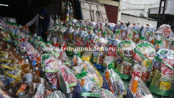Foto: Pedagang Parsel Jelang Idul Fitri 1442 H di Pekanbaru - Sejumlah-Toko-Parsel-Lebaran-mulai-menjajakan-dagangannya-jelang-Idul-Fitri-1442.jpg