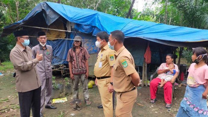 Suriadi, Warga Rohul yang Tinggal di Gubuk Beratap Terpal Dapat Bantuan Rumah Layak Huni