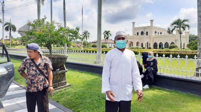 Tempuh Jarak 330 Kilometer , Syahman Tumanggor Kecewa Tidak Bisa Masuk Istana Siak