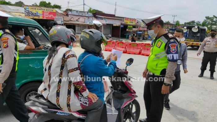 Foto: Hari Pertama Pelaksanaan PPKM Level 4 di Pekanbaru - Syarat-masuk-pekanbaru-minimal-sertifikat-sudah-vaksin-tahap-1-dan-swab-antigen.jpg