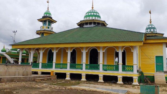Tampak Samping Masjid Hibbah di Pelalawan