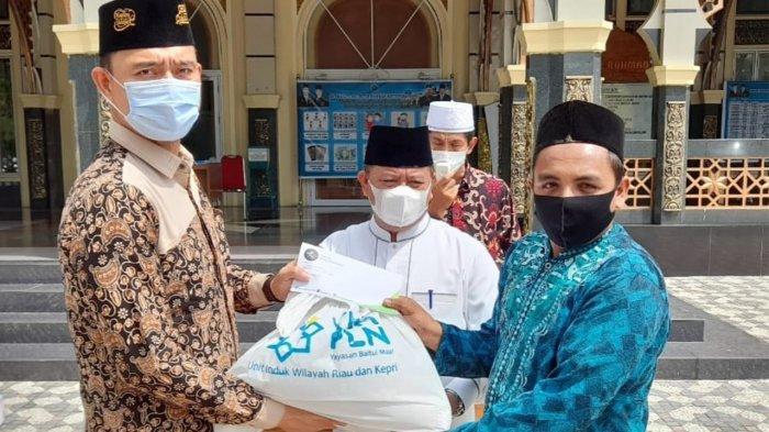 Yayasan Tabungan Wakaf Umat Berikan Paket Sembako untuk Imam Masjid Paripurna Se Pekanbaru