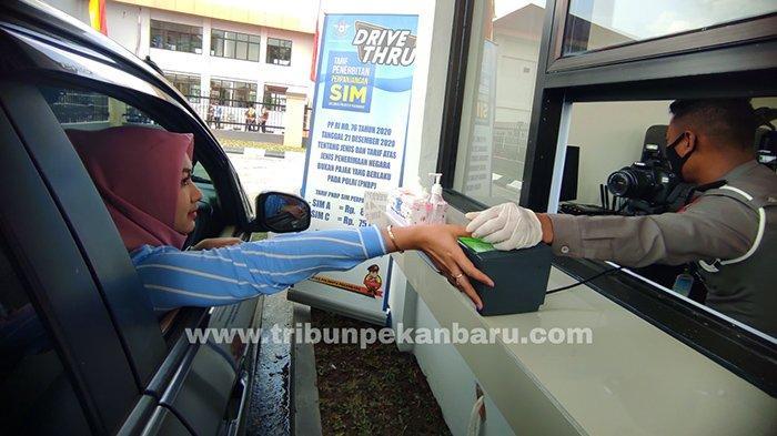 Kini Tersedia Layanan Drive Thru Perpanjang SIM dan Pembuatan SKCK di Pekanbaru