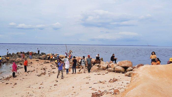 Menikmati Keindahan Pantai Koneng di Dumai Riau