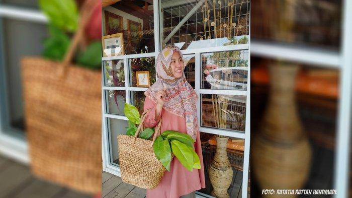 Tia Juwita, Wanita Sukses Berbisnis Kerjainan Rotan di Pekanbaru