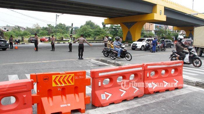 FOTO : Penyekatan Jalan Saat PPKM Level 4 di Pekanbaru - penyekatan-di-Jalan-Imam-Munandar-Pekanbaru.jpg