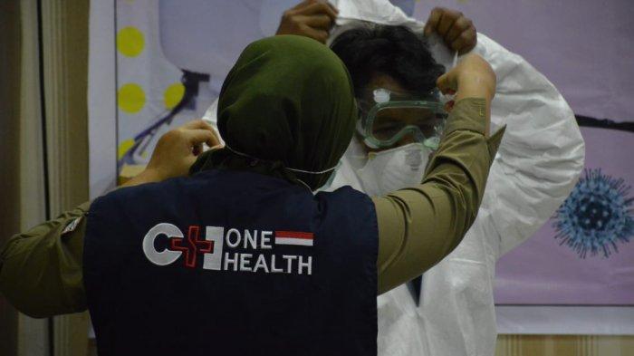 Balai Besar KSDA Riau Serahkan Bantuan APD ke RSUD Arifin Achmad