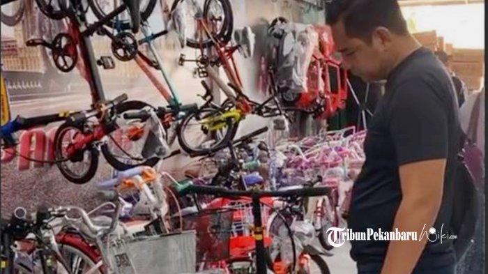 Toko Sepeda Firman di Pekanbaru Kebanjiran Pembeli
