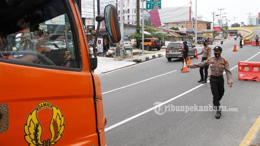 Penyekatan Jalan Dalam Penerapan PPKM Level 4 di Pekanbaru Dikeluhkan Warga