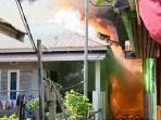 Api-berkobar-menghangusakan-sejumlah-rumah-di-kawasan-Kapung-Wisata-di-Kota-Dumai.jpg