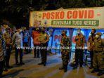 Gubernur-Riau-Syamsuar-saat-mengunjungi-posko-covid-19-di-Budaran-Tugu-Keris.jpg